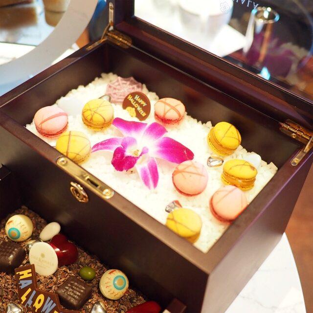 お菓子の宝石箱「お化けのいたずらボックス仕様」の上段