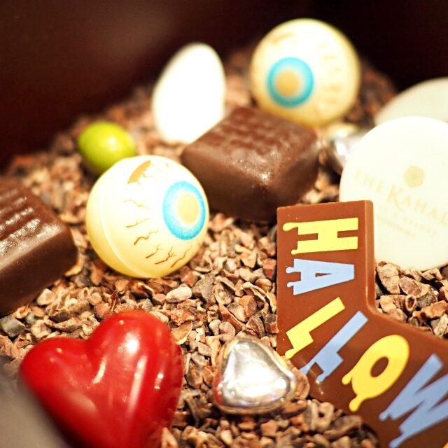 可愛いチョコの間にちょっと怖い目玉のチョコもあるけど