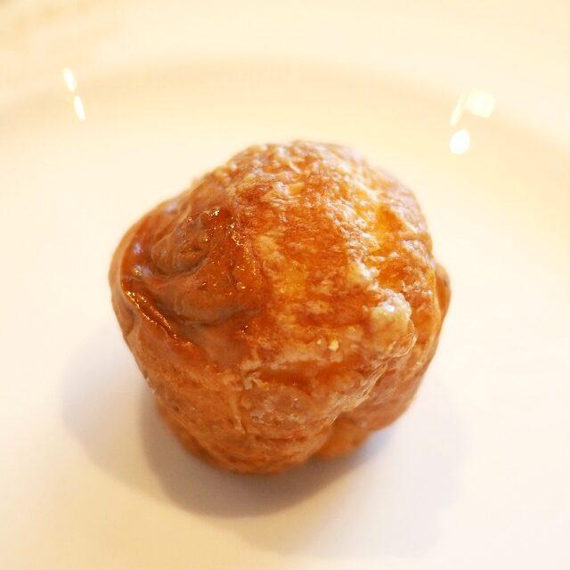 自家製オリジナルグジェールグジェールはチーズ風味のシューでフランスの代表的なアミューズです。