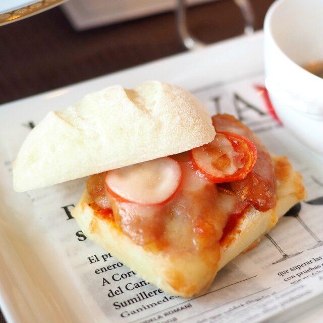 フォカッチャのソーセージピザトースト ふわふわもちもちでサックリのフォカッチャのピザトースト