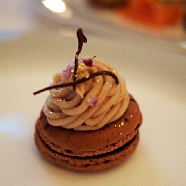 チョコレートマカロン カシスモンブラン