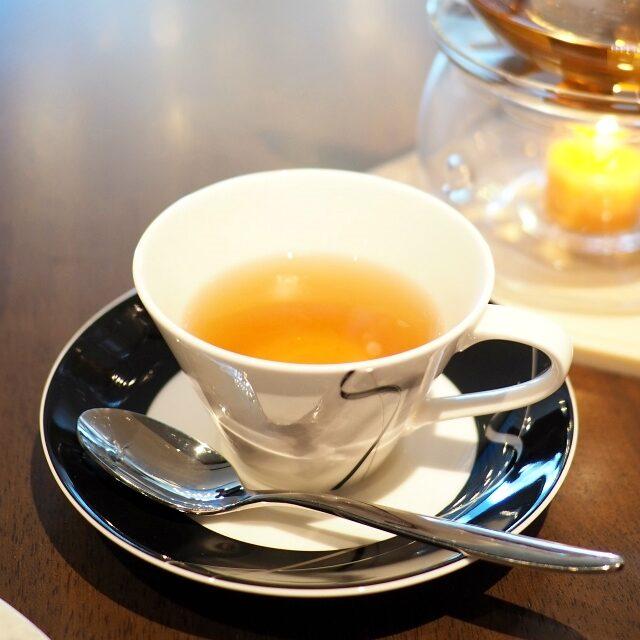 ウーロンプレスティージュ花のような香りと軽やかな渋みの青茶