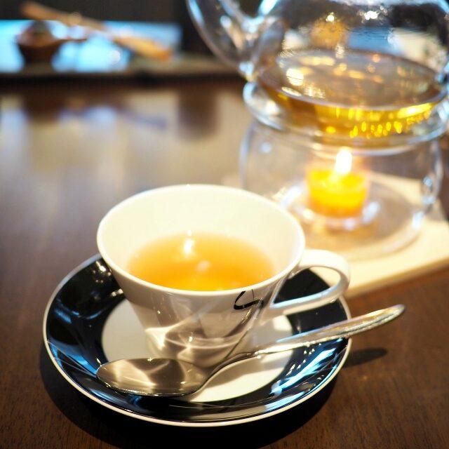 ホワイトスカイティー緑茶と白茶をベースにイランイランの花の香りを加えたフレーバーティー