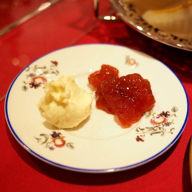 クロテッドクリームと薔薇のジャム