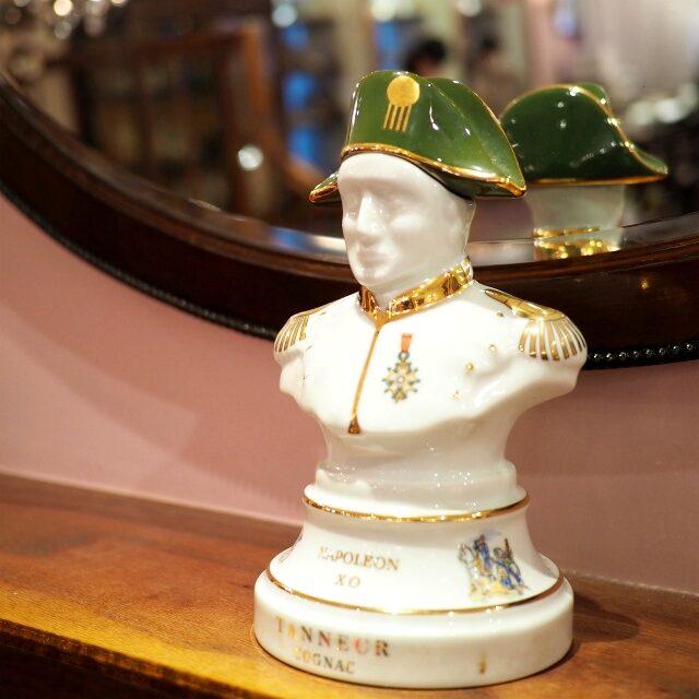 ナポレオンもちゃんといて、私たちのティーパーティーをのぞき見しているのねと妄想したり(笑)