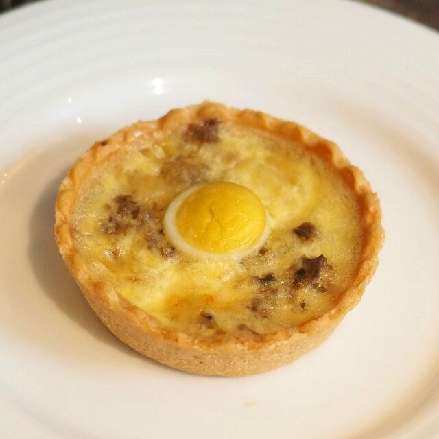 うずらの卵とマッシュルームのキッシュ
